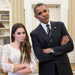 McKayla Maroney, Barack Obama are posing for a picture